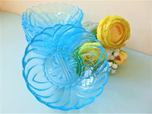 sundae, dishes, sundae dishes, vintage, vintage glass, turquoise, turquoise glass, summer, strawberries and cream,